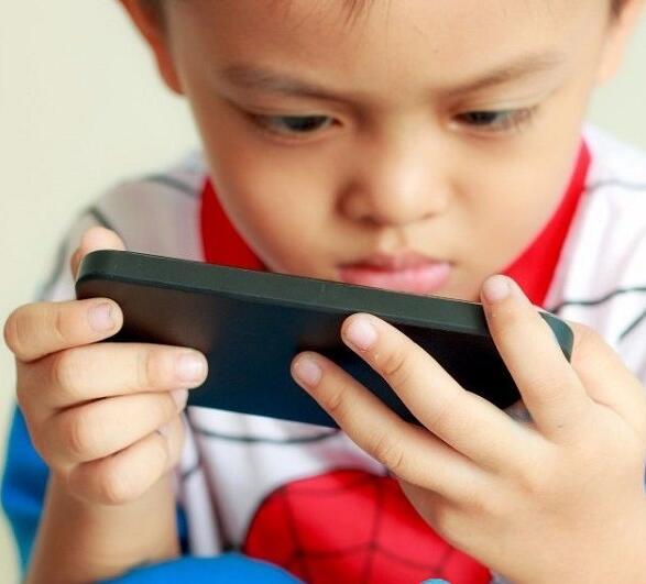 中小学生手机考验校园管理智慧 是疏还是堵