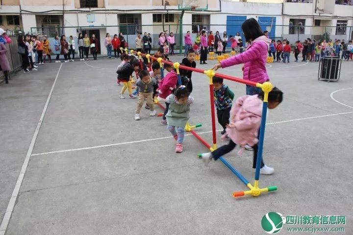 """南江县举行城区幼儿园 """"课程游戏化""""观摩活动"""