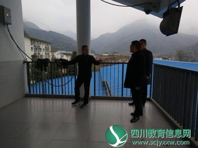 什邡市教育局副局长周少卿检查指导红白小学开学安全工作