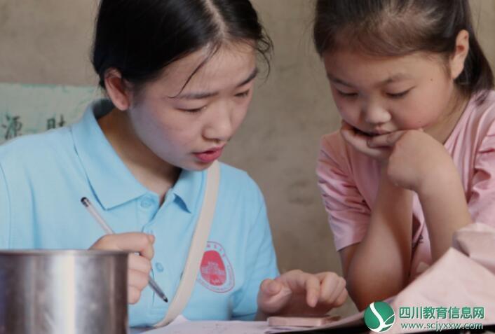 西华师范大学大学生关爱留守儿童  关注家庭教育