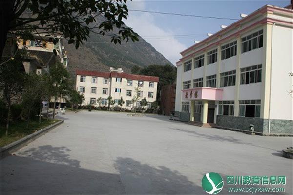 泸定县第二中学校