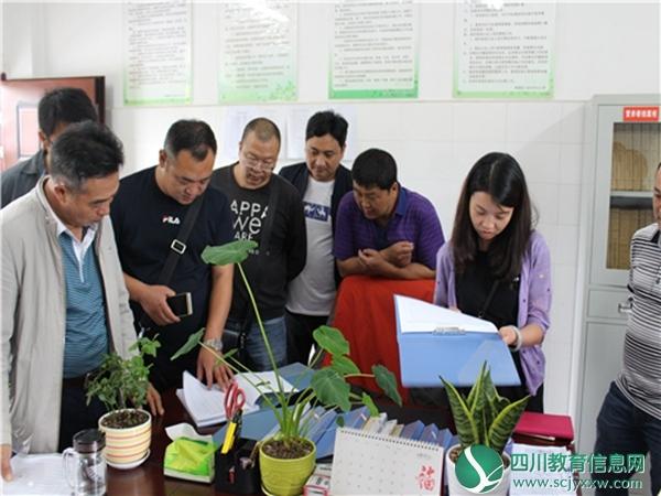 石棉县教育局到雨城区八步乡中心小学考察学生营养改善食堂供餐管理工作