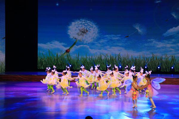 舞蹈《飞吧!蒲公英》剧照.JPG