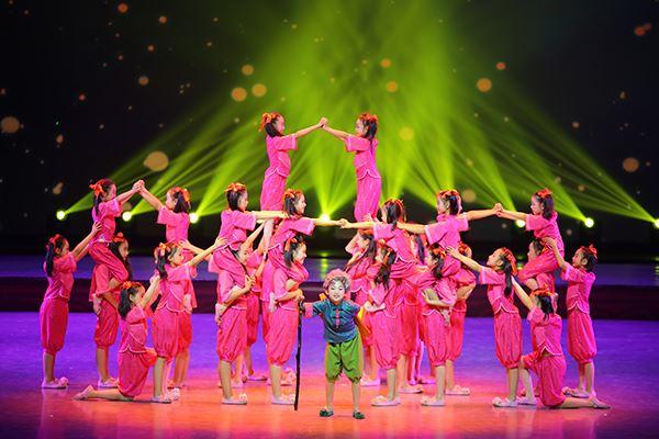 舞蹈《外婆的城》剧照.JPG