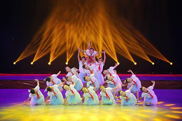 舞蹈《山里娃的航天梦》.JPG