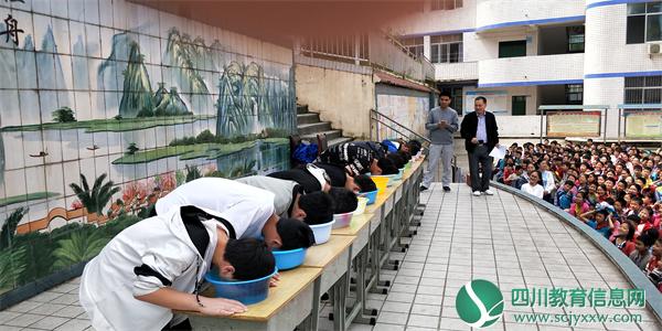 宣汉县庆云学校开展防溺水体验暨宣誓签名活动