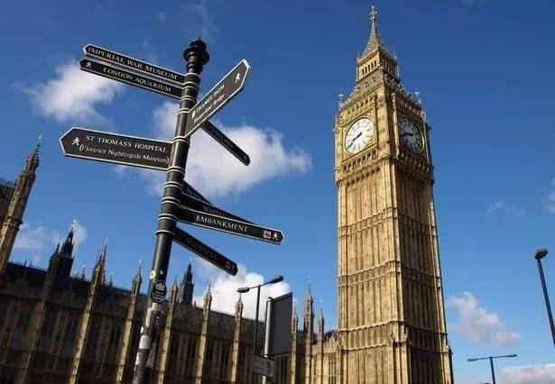 """赴英中国留学生人数激增 """"相比去美国,可省一辆车"""""""