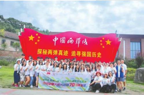 近700名香港青年来四川参观交流