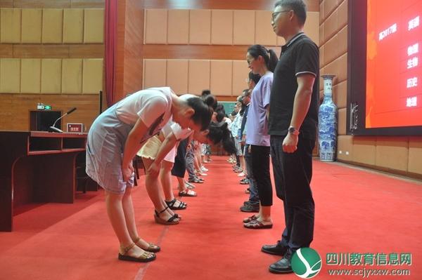 泸县五中召开2019年秋期教师成长工作会