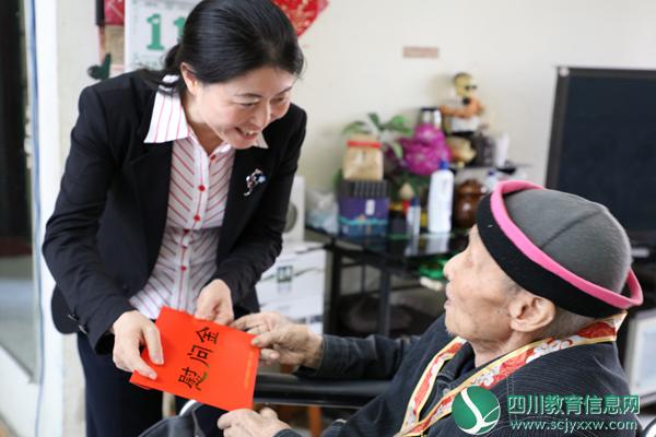 遂宁市教育和体育局局长肖霞到遂宁中学走访慰问老教师、老党员