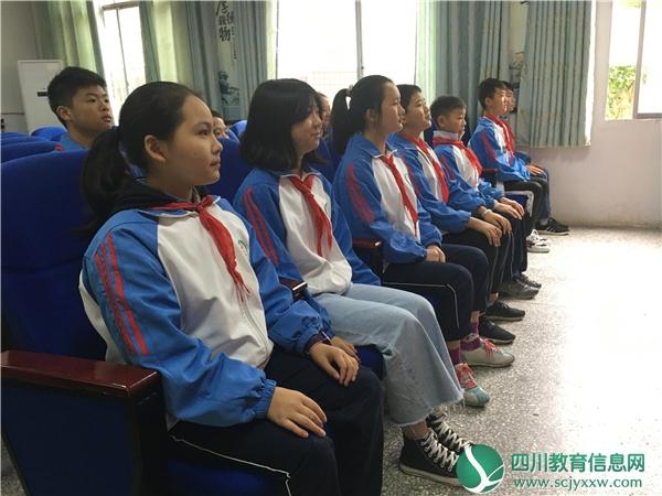 广安邻水县观音镇中举行少先队建队七十周年纪念活动