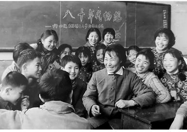 """""""人民教育家""""于漪—— 教文育人 德智融合"""