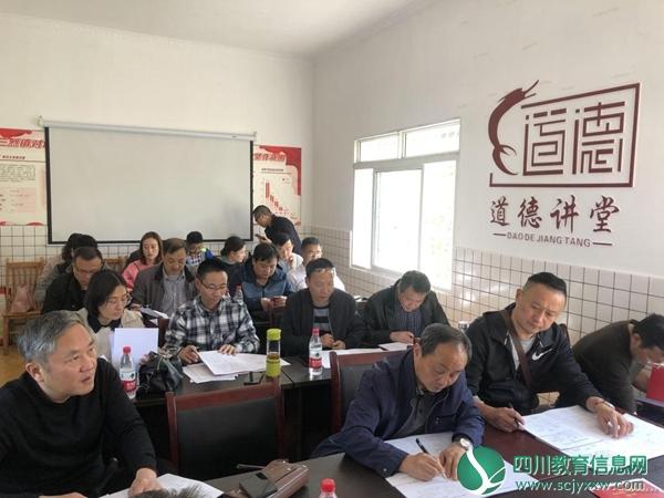 """内江职业技术学院领导赴对坡村开展精准扶贫""""回头看""""工作"""