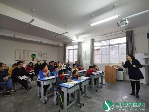 观摩聋教课堂教学1.jpg