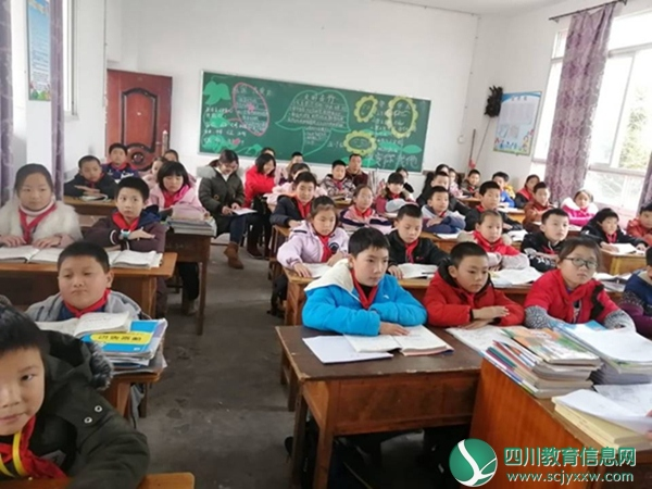 翠屏区孔滩小学项目研修小组积极组织研讨活动