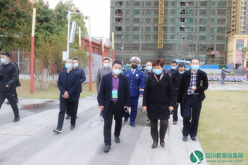 广元市副市长吴桂华检查广元天立国际学校开学工作