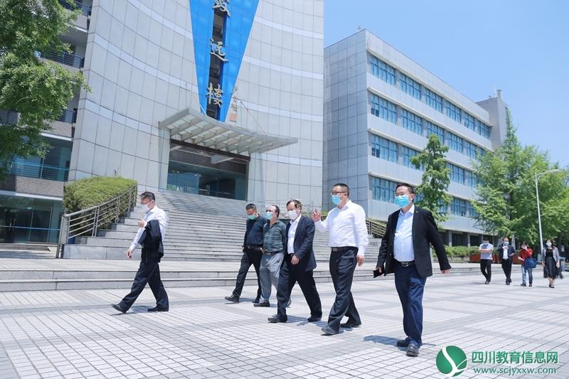 省教育厅党组成员、机关党委书记李志刚到四川现代职业学院督查返校复课工作
