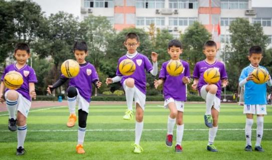"""绵中英才学校获""""绵阳市校园足球示范学校""""荣誉称号"""