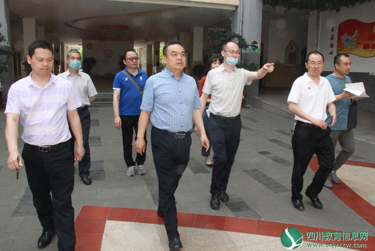 广元市市政府副秘书长王金川一行检查学校疫情防控工作