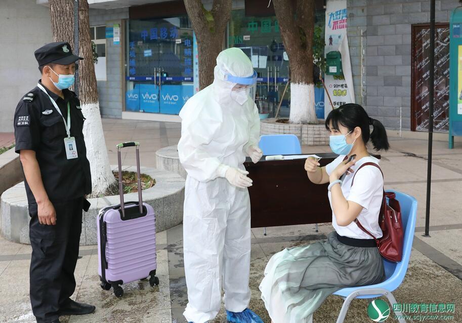 绵阳职业技术学院举行学生返校复课疫情防控应急模拟演练
