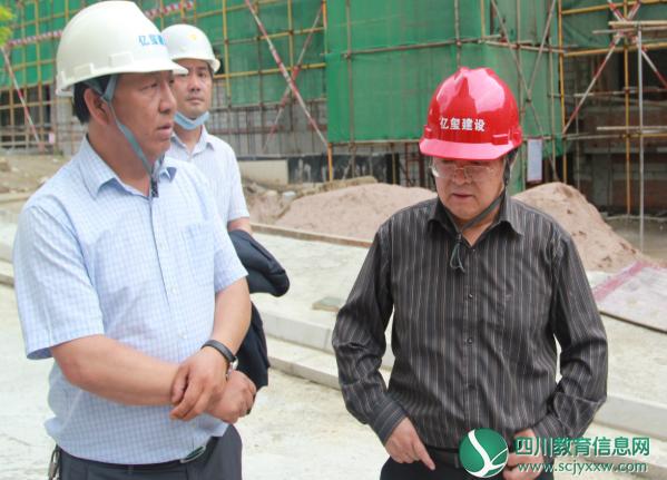 督现场 抓安全 保质量 促进度——徐杰局长督导甘孜州教师发展中心项目建设