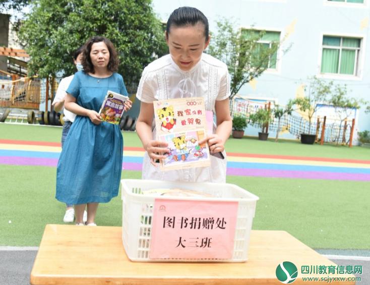 """广元市机关幼儿园开展""""书香广元 一木环保""""公益图书捐赠活动"""