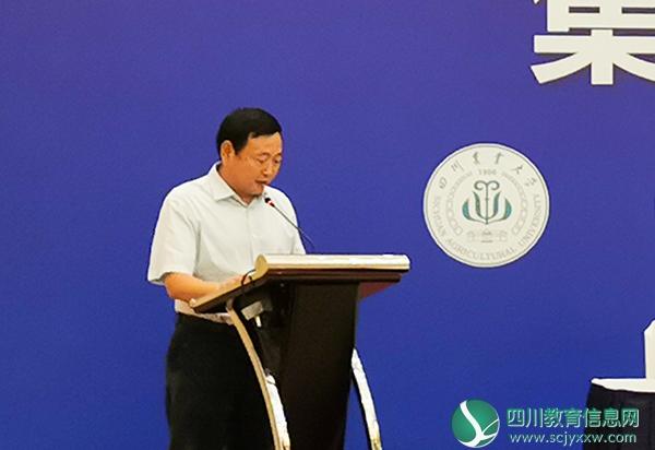 """内江师范学院出席""""推进成渝地区双城经济圈建设""""集中签约仪式"""