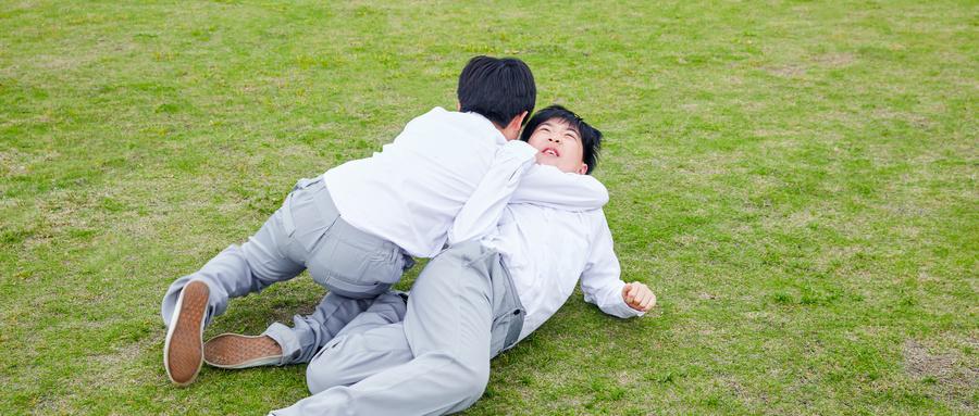 孩子玩耍发生矛盾,家长要如何应对?