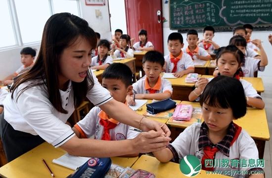 近九成受访家长不放心孩子用眼习惯