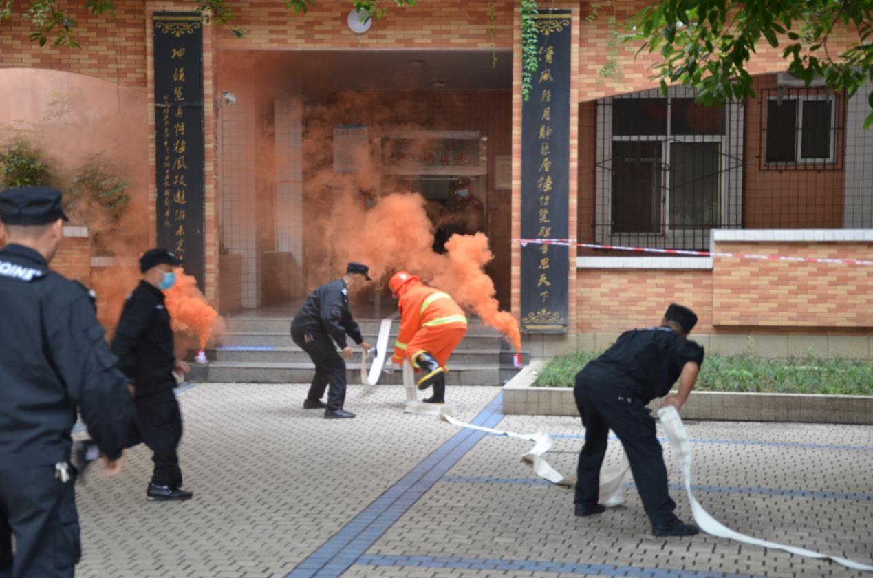 德阳五中:开展消防演练,维护校园安全