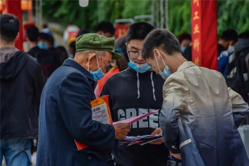 深秋相见亦如春 四川工业科技学院喜迎2020级新生