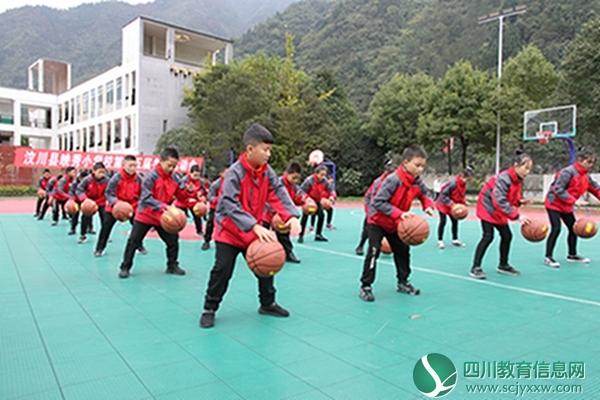 映秀小学举行戏曲广播操体和篮球操比赛