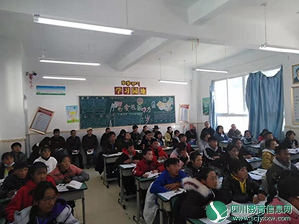 雅江县呷拉镇初级中学开展支教教师讲示范课活动