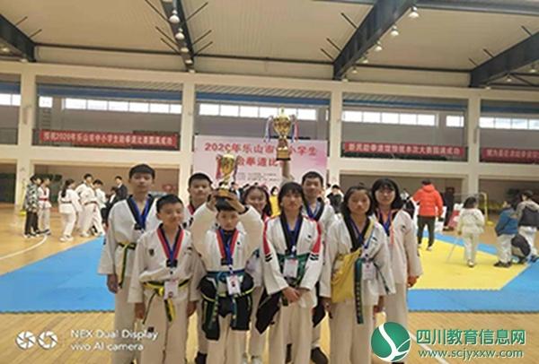 马边跆拳道代表队在乐山市中小学生比赛中获1金2银3铜