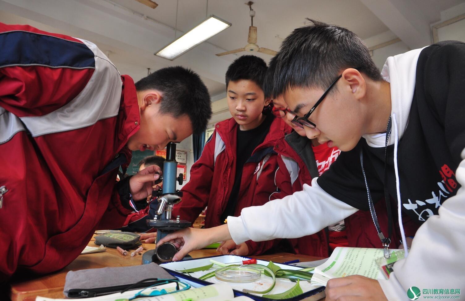 盐源县沃底九年制学校一行到遂中参观学习