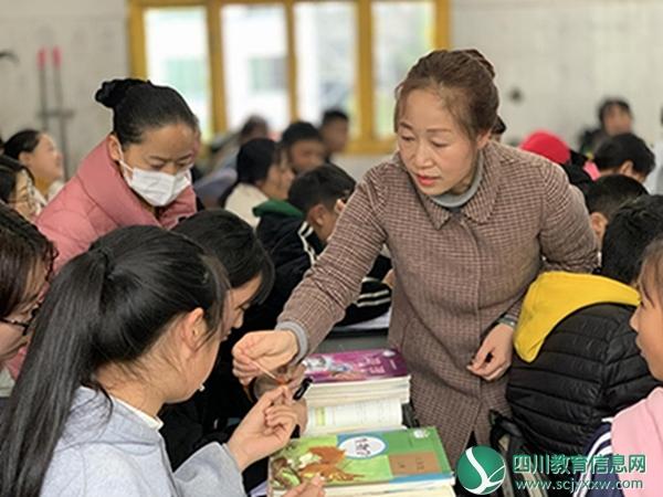 马边苏坝镇初级中学开展主题教研活动