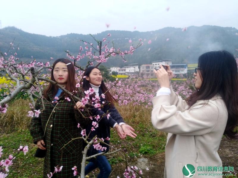 仪陇思德小学组织女教师踏青欢度节日