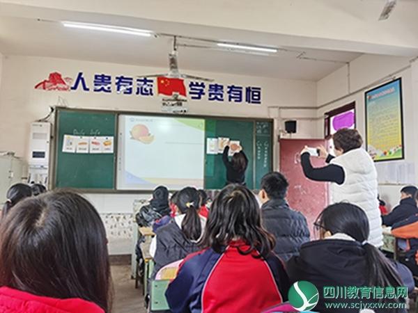 安岳县岳阳镇小学到李家小学开展送教活动