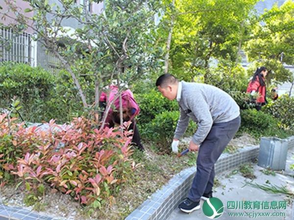 汶川县绵虒中学校组织全校师生开展校园环境整治系列活动