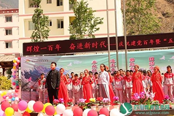 九龙高级中学、县中学以及九龙县沙坪职业中学举办文艺汇演活动
