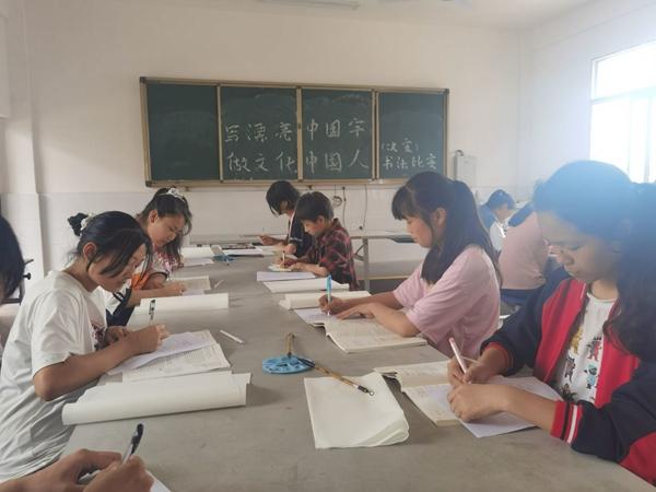 """写漂亮中国字  做文化中国人 ——大妙中学举办以""""写漂亮中国字,做文化中国人""""为主题的书法大赛"""