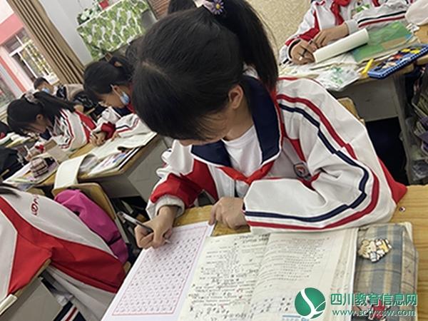 书写青春,静待花开 —汶川中学举行初2020级语文备课组练字活动