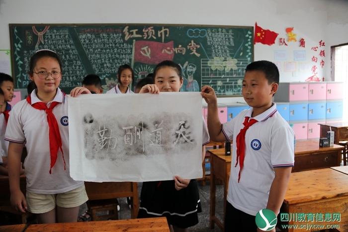 学生参观流动展板 (2).png