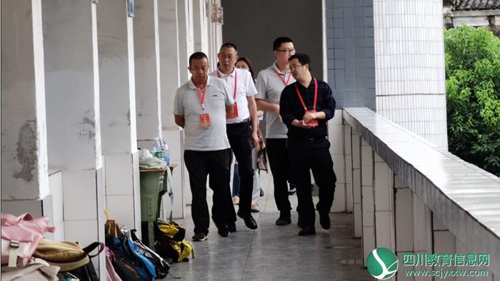 广安市教体局副局长申江一行到烈面中学视察工作