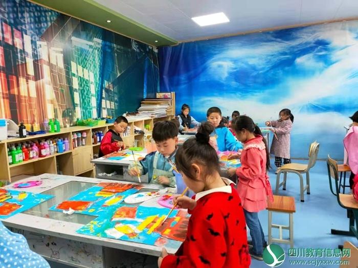 乐至县:校外活动中心的孩子们,以最美的画儿凸显童心爱党