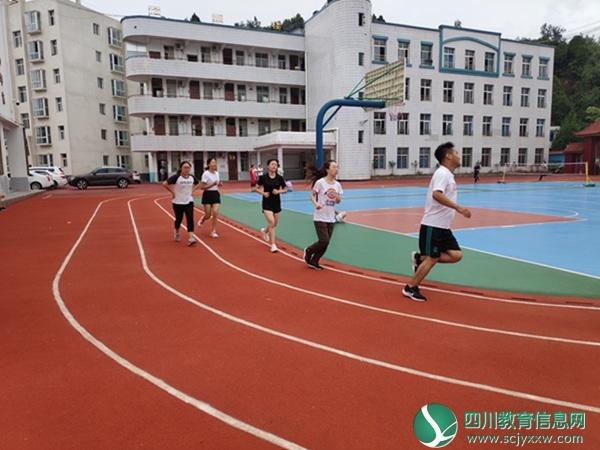 """苍溪县岳东小学举行""""庆中秋•迎国庆""""趣味运动会"""