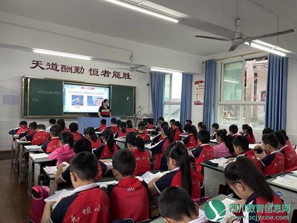 元坝小学开展全校党员教师公开课观摩活动