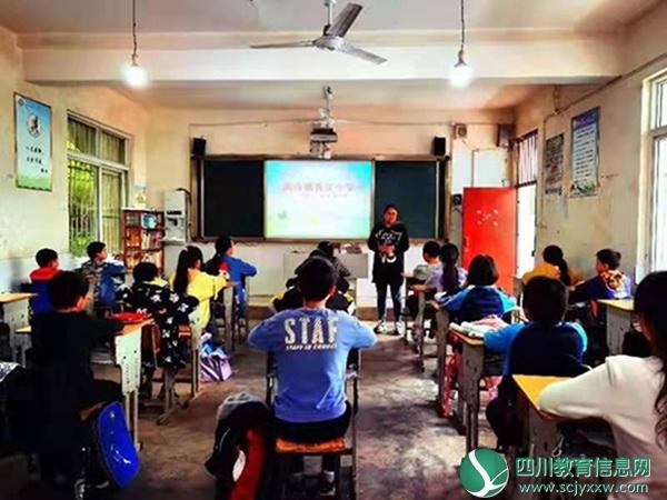 乐至县香泉小学召开毕业班家长会及毕业班学生分层座谈会